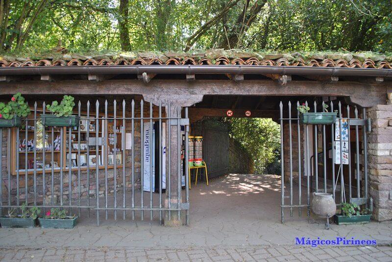 Entrada a las Cuevas de Zugarramurdi