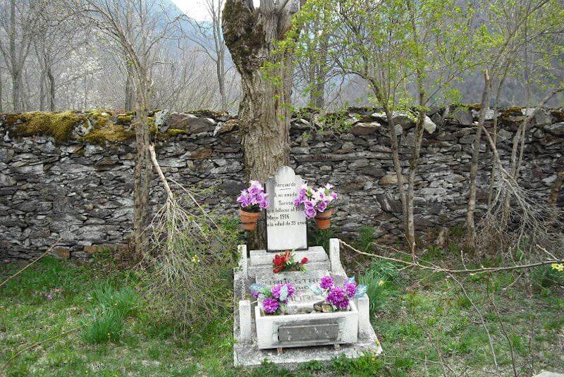Tumba de Teresa Bosque Encantado de Carlac Valle de Arán