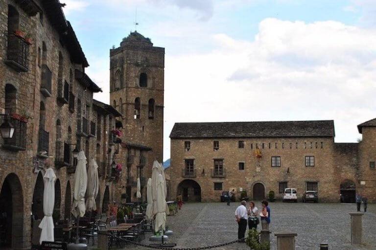 Aínsa plaza