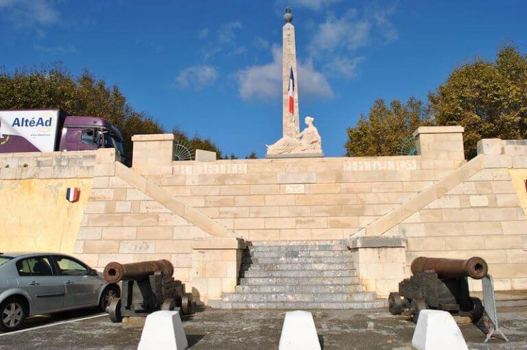 Obelisco y Monumento a los muertos Port-Vendres